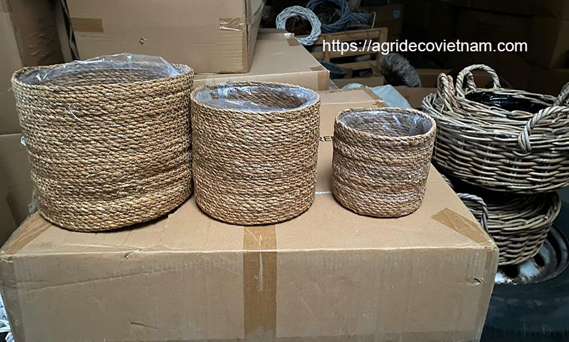 Vietnamese handicraft: sedge basket