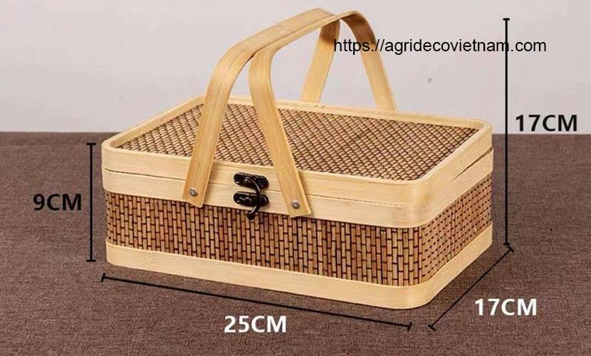 Vietnamese handicraft: rattan bag